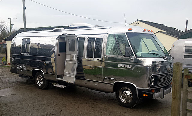 Bling Airstream 280