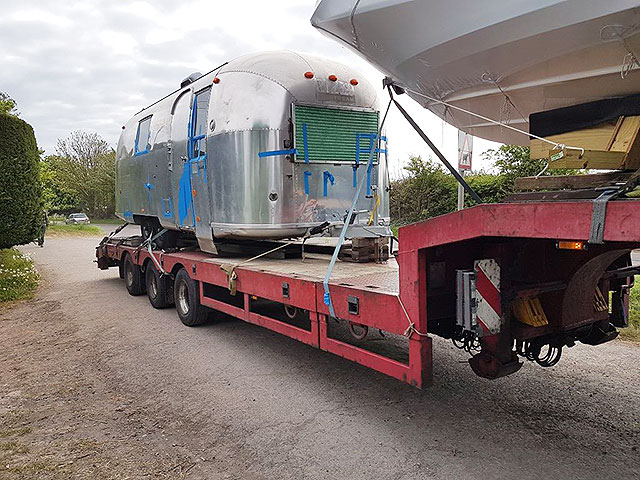 An Airstream arrives at the workshopAn Airstream arrives at the workshop